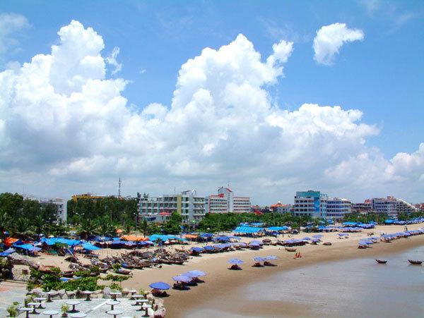 Bãi biển Sầm Sơn được nhận xét là biển đẹp nhất miền Bắc nước ta